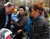 Михаил Миков на протест на майки с деца - 10 декември 2015 г.