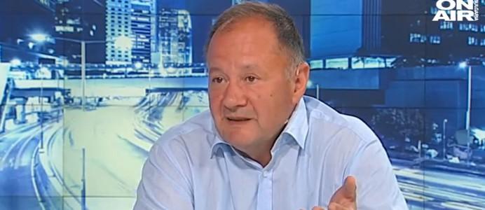 Миков: Сменя се едно дясно управление с друго, а БСП гледа да се отърка във властта